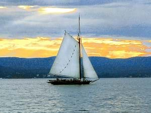A sailboat sailing on the Hudson River.