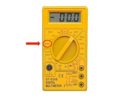 Digital multimeter with an arrow pointing to the 2000mV (DC) notch on the dial.