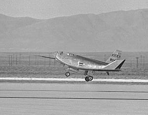 The HL-10 lifting body aircraft landing at the Dryden Flight Research Center at Edwards, California.