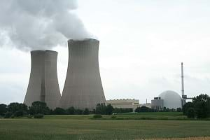 A photograph shows a nuclear power plant in Grohnde, Germany.