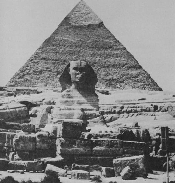 Photograph of the Pyramid of Giza.