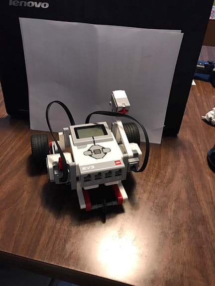 A EV3 Speedbot (one-button castor bot)