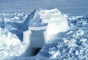 A snow-block domed structure.